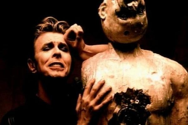 Cuando Bowie convirtió el crimen en una obra de arte
